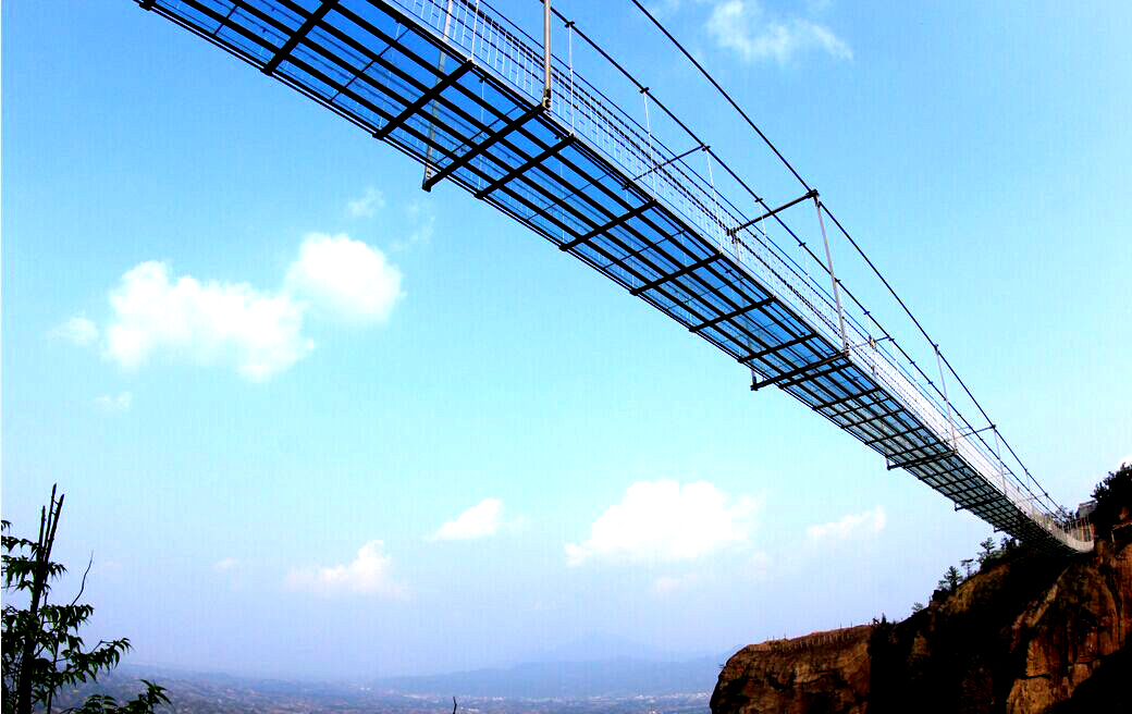 石牛寨建成世界首条高空玻璃桥